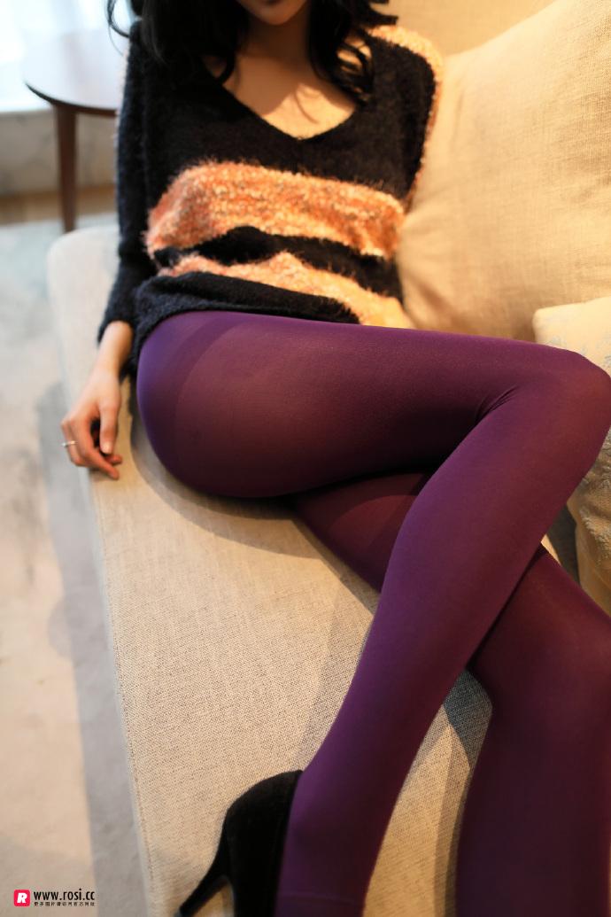 V领毛衣妹子居家沙发上无内紫丝裤袜透视写真 无圣光组图 图9