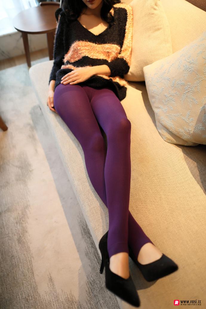 V领毛衣妹子居家沙发上无内紫丝裤袜透视写真 无圣光组图 图4