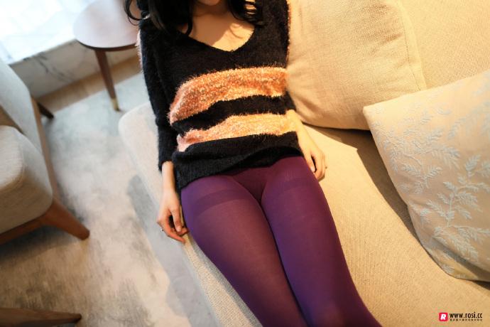 V领毛衣妹子居家沙发上无内紫丝裤袜透视写真 无圣光组图 图6