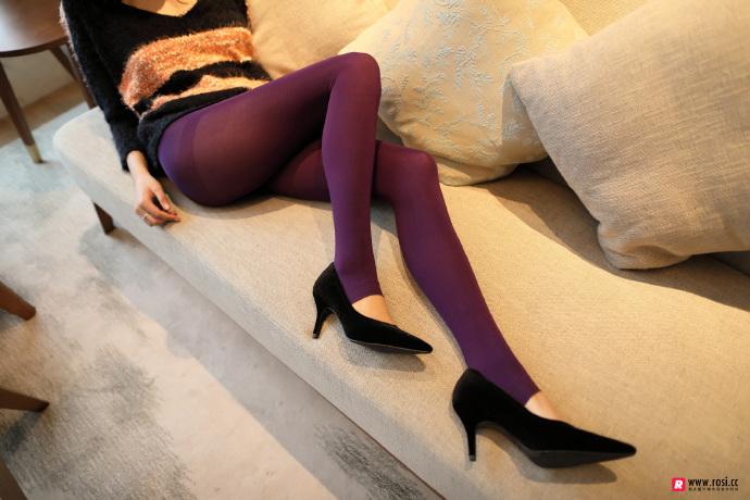 V领毛衣妹子居家沙发上无内紫丝裤袜透视写真 无圣光组图 图8