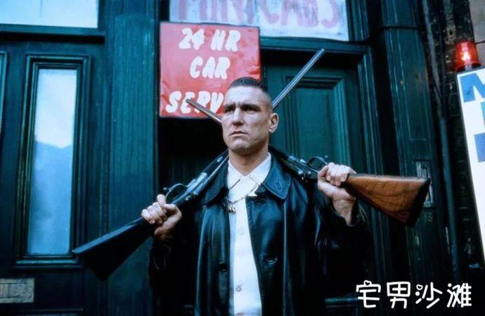 【细读经典】黑色幽默电影教科书《两杆大烟枪》