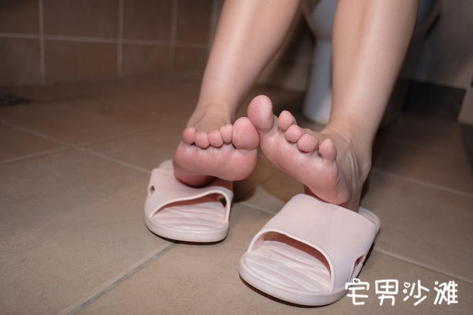 【腿控福利】超萌双马尾萝莉,白丝美腿福利写真