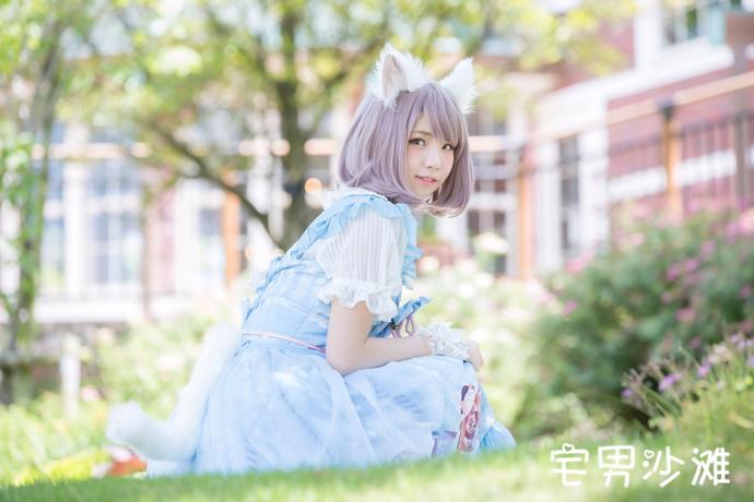 【妹子图】身穿淡蓝色连衣裙的萌妹cos喵咪的福利写真
