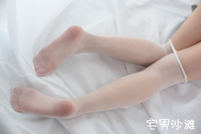【腿控福利】关于白色的故事,白丝妹子图的腿控诱惑