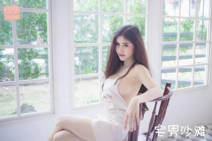 来自泰国的知名网红「Blue Jirarat」,顶级正妹拥有撑爆上衣的傲人上围