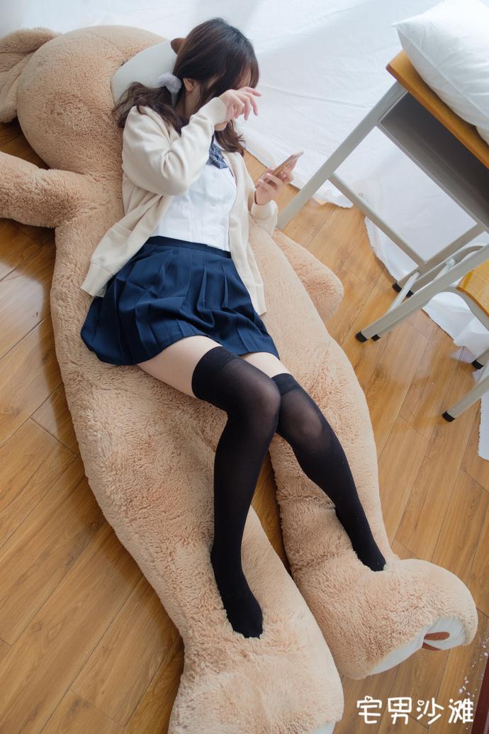 【腿控福利】我羡慕那种只泰迪熊了,双马尾萌妹的足控福利写真