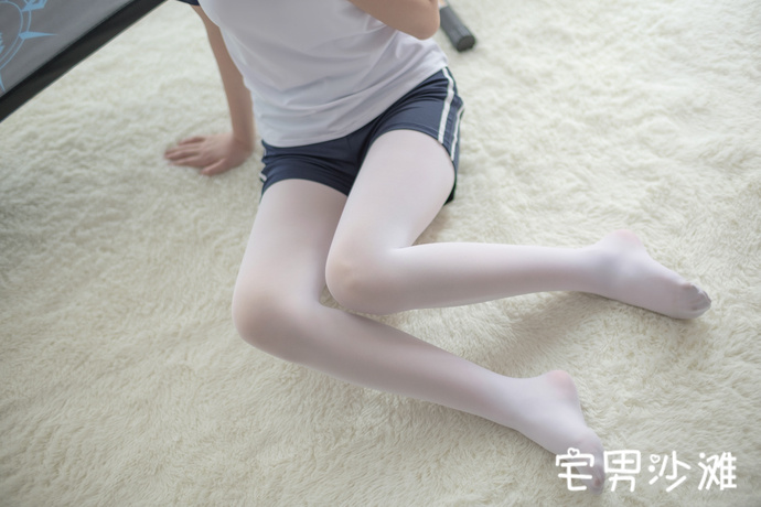 【美女写真】热爱健身的美女身材都不会太差,穿白色丝袜的运动美女写真