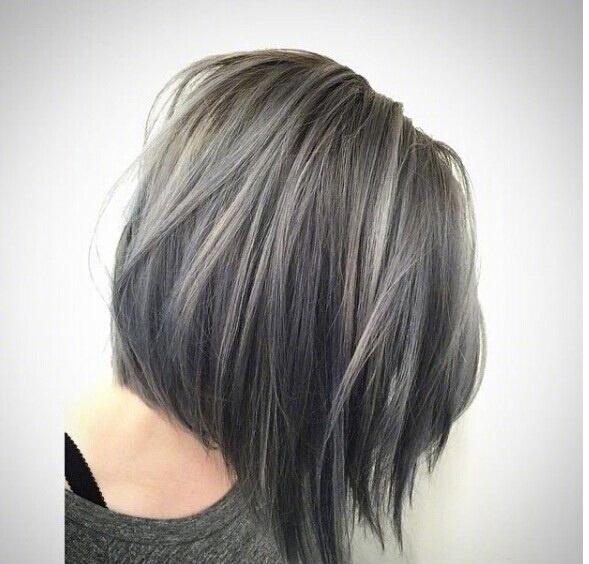 超显白发色 !雾面灰+咖啡色要不要试试?