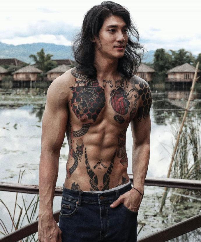 缅甸男模特Paing Takhon肌肉写真图片