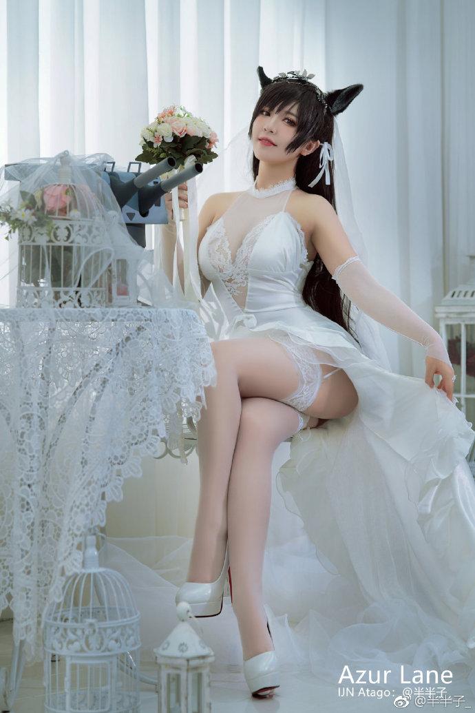 《碧蓝航线 》爱宕白花的誓言 爱宕cosplay 吊带白丝美腿