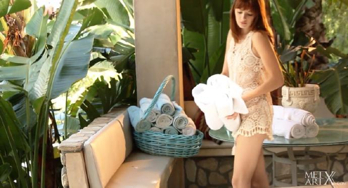 性感漂亮模特Lena Anderson镂空装很是诱惑