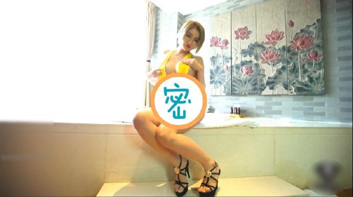 吐血推荐豪乳模特浴缸私拍被摄影师用水枪激射咸猪手袭胸