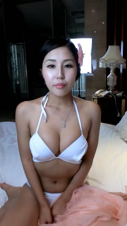 喷血推荐女神娜依灵儿扮村姑和网友聊天挑逗想在北京买房子