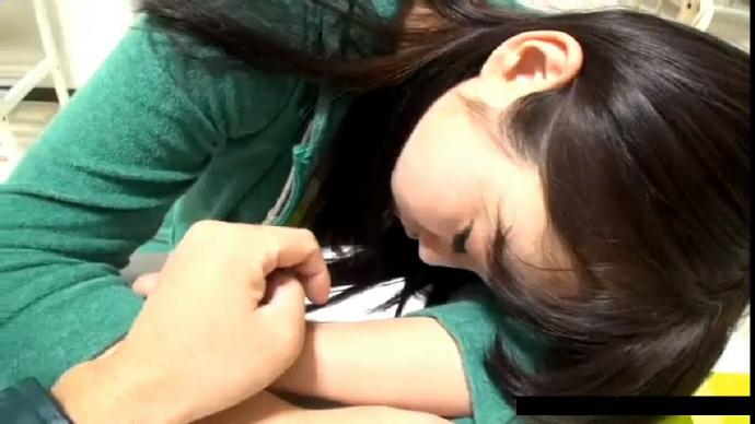 网友投稿自拍美乳大奶表妹学钢琴被辅导老师饮料下药