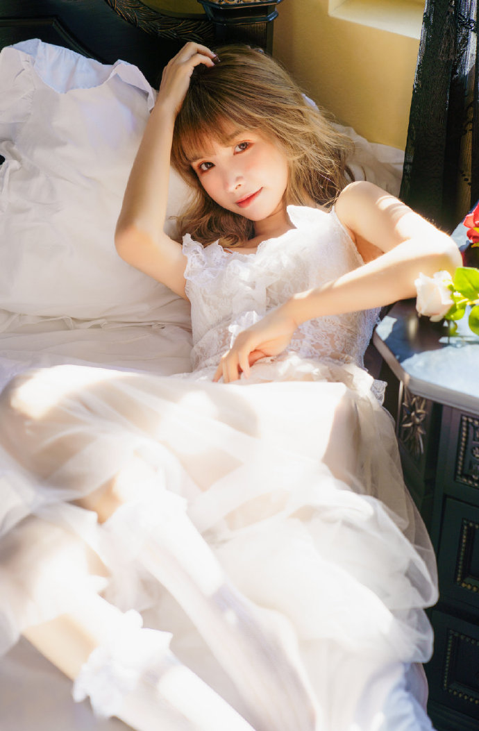 如果在梦中见到天使的模样,那必定有金色的光。