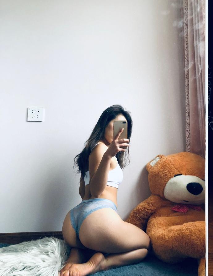 今日妹子图 微博上的健身小姐姐 @叶小美儿_May