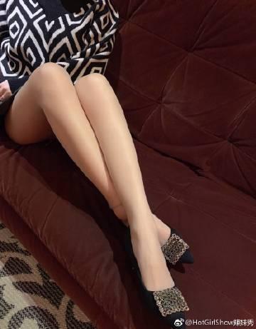 黑丝美腿短高跟性感尤物