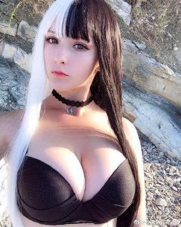 俄罗斯巨乳波霸美女coser 身材炸裂堪称人间胸器