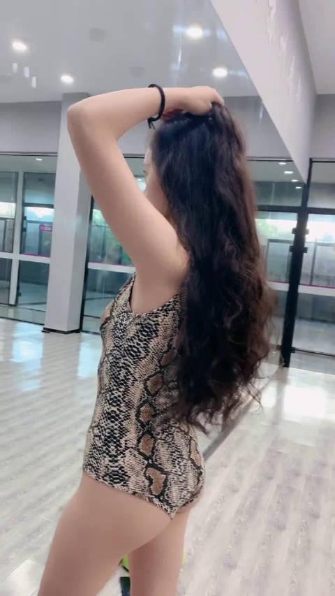 练舞的美女身材就是棒
