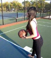 【晒打球】谁说女生不能打球……球场太美光脚也要上~