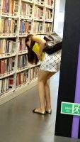 在图书馆里找书的正确姿势