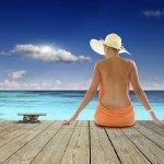 蓝天大海比基尼美女大胆人体艺术写真图片